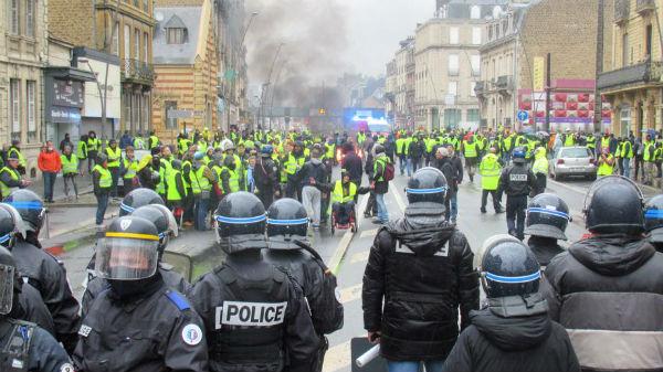 solidariedade-com-os-protestos-sociais-na-franca-1