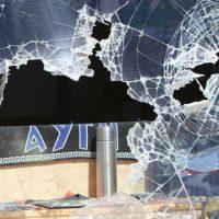[Grécia] Vídeo: Antifascistas atacam sede do partido neonazista Aurora Dourada
