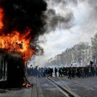 """[França] Polícia francesa prende 227 em protestos dos """"coletes amarelos"""""""