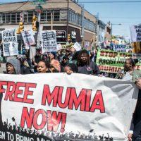 [EUA] Manifestação pela liberdade de Mumia Abu-Jamal na Filadélfia reúne dezenas de pessoas