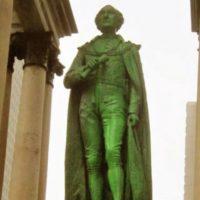 [Canadá] Montreal: Monumento Macdonald e Estátua da Rainha Vitória vandalizados novamente