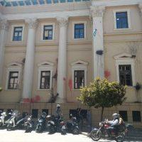 [Grécia] Tribunal de Justiça de Patras é atacado com garrafas de tinta