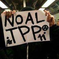 [Chile] Vídeo: Anarquistas protestam contra o TPP-11 no metrô de Santiago