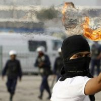 """As origens do """"coquetel Molotov"""": resistência, batizado e deboche"""