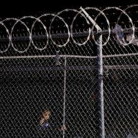 [EUA] Crianças mantidas em centro para imigrantes no Texas eram trancadas se chorassem e proibidas de brincar