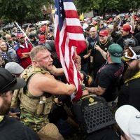 [EUA] Fascistas abafados por antifascistas em Portland