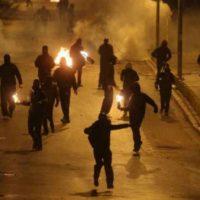 [Grécia] Manifestantes entram em confronto com a polícia em Exarchia