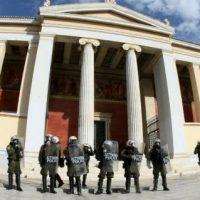 """[Grécia] Acabou o """"asilo universitário"""". Polícia grega autorizada a intervir livremente em universidades"""