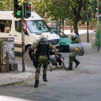 [Grécia] Dois camaradas foram gravemente feridos no ataque da MAT em Exarchia