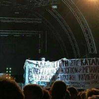[Grécia] Manifestantes invadem palco de show de hip hop em protesto contra repressão do Estado grego