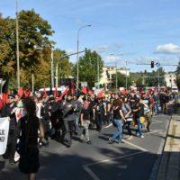 [Polônia] Anarquistas marcham em Poznan em defesa da okupação Rozbrat