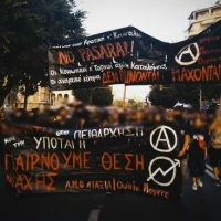 Centenas de anarquistas participam de manifestação contra a maior feira comercial da Grécia