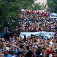 """[Grécia] """"Pavlos vive"""": marcha antifascista em Atenas reúne milhares de pessoas"""