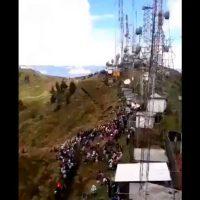 Manifestantes atacam antenas de TV durante protestos no Equador