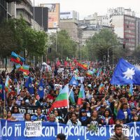 [Chile] 12 de outubro combativo: Milhares de pessoas marcham pela resistência mapuche em Santiago