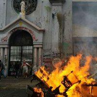 Onda de protestos no Chile atinge igrejas