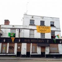 """[Reino Unido] Reading: pub fechado reabre como espaço social """"Kobanî House"""""""