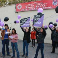 [Turquia] Istambul: Mulheres anarquistas protestam em frente à prisão feminina de Bakırköy