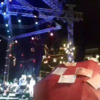 [Grécia] Vídeo | Atenas: Anarquistas intervêm na Cerimônia de Iluminação da Árvore de Natal