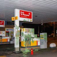 [Holanda] Haia: Banho verde no posto de gasolina da Shell