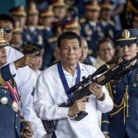 Presidente das Filipinas manda matar quem descumprir regras de confinamento por coronavírus