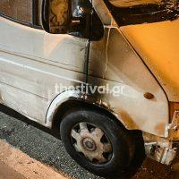 [Grécia] Tessalônica: Ataque incendiário contra 2 vans da empresa privada de entregas
