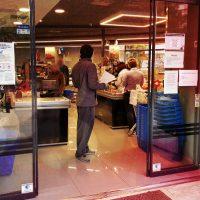 [Grécia] Vídeo | Recusa de pagamento - Intervenção em supermercado
