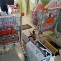 [Grécia] Rouvikonas: Entrega de alimentos ao jardim de infância da Escola Nacional de Enfermagem