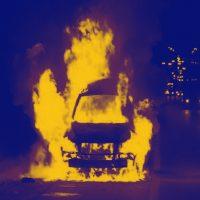 [EUA] Los Angeles: Van da Amazon é incendiada durante Primeiro de Maio autônomo e descentralizado