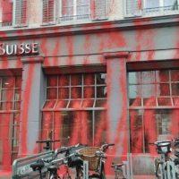 [Suíça] Ataque de tinta no Credit Suisse