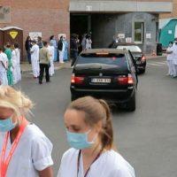 [Bélgica] Vídeo | Protesto silencioso: médicos e enfermeiros belgas humilham a primeira-ministra durante visita ao hospital