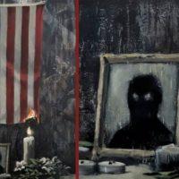 [Reino Unido] Banksy pinta bandeira dos Estados Unidos em chamas em apoio à luta antirracismo