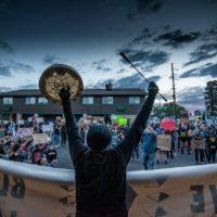 [EUA] Em Solidariedade com Radicais Negros, a Raiva Indígena é Necessária: Contra a Falsa Solidariedade e os Policiais do Movimento