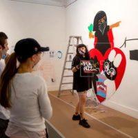 """[Espanha] Peruana Vegan Bunnies usa a arte urbana para """"desconstruir"""" as questões de gênero"""