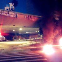 [Porto Alegre-RS] Barricada incendiária e faixas ao amanhecer em solidariedade com Mônica e Francisco.