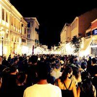 [Grécia] Vídeo | Eles despejaram uma okupação, mas não esperavam 2.000 pessoas protestando no mesmo dia
