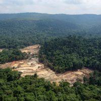 Rio poluído, tremor de terra e propinas: o legado de destruição deixado por mineradoras aos Kayapó