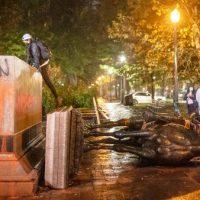 [EUA] Manifestantes derrubam estátuas dos ex-presidentes americanos Roosevelt e Lincoln
