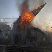 [Chile] Igrejas são atacadas e incendiadas durante protesto