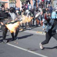 [México] Anarquistas atacam polícia com molotovs na Cidade do México durante protesto de 2 de outubro