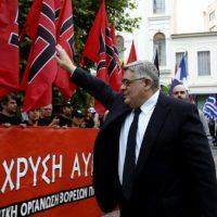 [Grécia] Nikos Michaloliakos, o pequeno 'Führer' do partido neonazista Aurora Dourada, é condenado a 13 anos de prisão