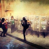 [México] Mulheres encapuzadas realizam distúrbios durante a mega-marcha de 25N