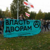 """[Espanha] A revolução dos """"chinelos"""" e os anarquistas: crônica da conversa informativa sobre os protestos na Bielorússia em Sant Andreu (Barna)"""