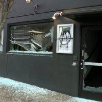 [EUA] Manifestantes vandalizam a sede do Partido Democrático de Portland