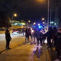 [Espanha] Polícia impede manifestação de jovens anarquistas diante do CIE (Centro de Internação de Estrangeiros) de Aluche, Madrid.