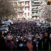 [Grécia] Milhares de pessoas tomam às ruas de Tessalônica após polícia retirar manifestantes que ocupavam universidade