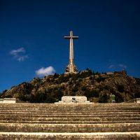 Governo espanhol inicia processo de exumação de vítimas no Vale dos Caídos