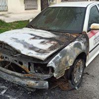 [Grécia] Veículo estatal e carro de segurança incendiados em Komotini em solidariedade a prisioneiros anarquistas no Chile