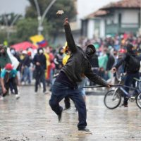 Das Barricadas #1: Muros Que Gritam, Pedras Que Voam | Entrevista com Taller la Parresia sobre a insurreição na região colombiana