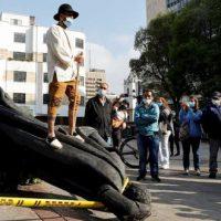 [Colômbia] Indígenas Misak derrubam estátua de Gonzalo Jiménez de Quesada em Bogotá
